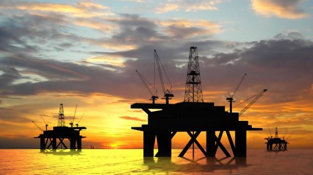 Нефть слабо подорожала на прогнозах роста спроса
