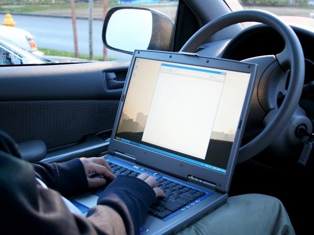 Российский союз автостраховщиков отмечает в 2016 году рост популярности электронного ОСАГО