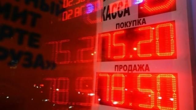 Рубль скачет вслед за нефтью. Но до значений прошлого года пока не вернулся
