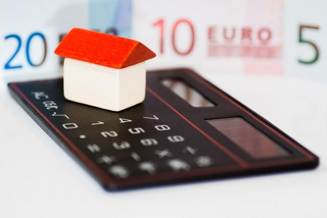 Медведев утвердил правила реструктуризации долгов коммерческих банков