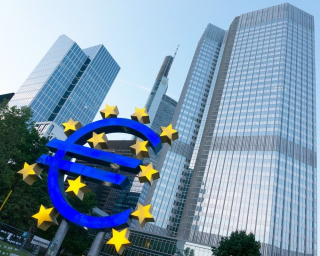 ЕЦБ развернул рубль Политика европейского регулятора ослабила российскую валюту