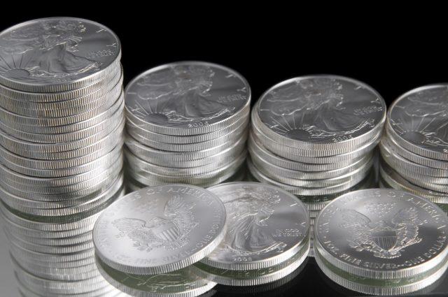 Серебро стало самым выгодным вложением апреля