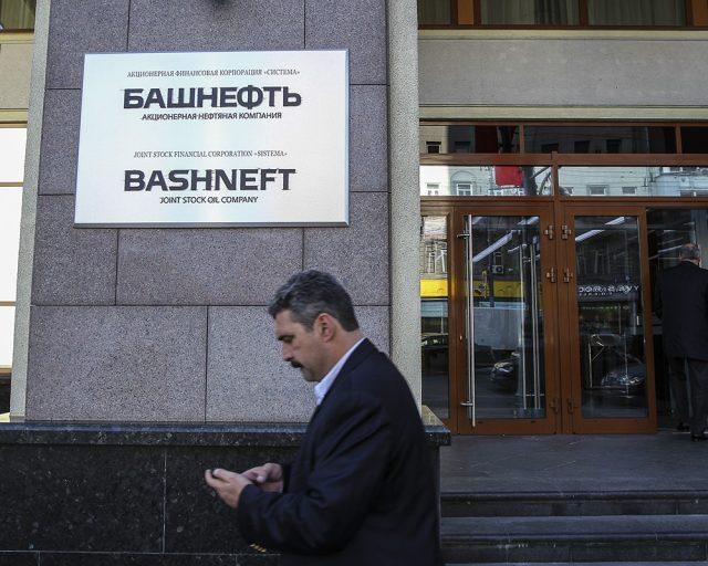 Путин разрешил приватизацию 50-процентной госдоли