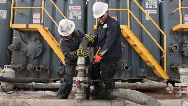 Цены на нефть поднялись выше $50. За день она подорожала более чем на 2%