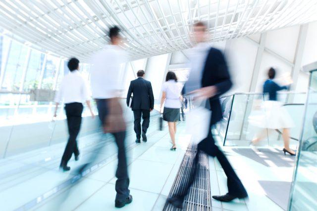 Экономическая неопределенность угнетает деловую активность
