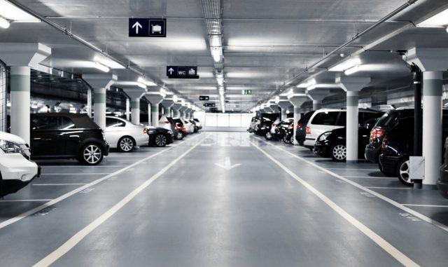 Россиянам официально разрешили оформлять машино-места в собственность