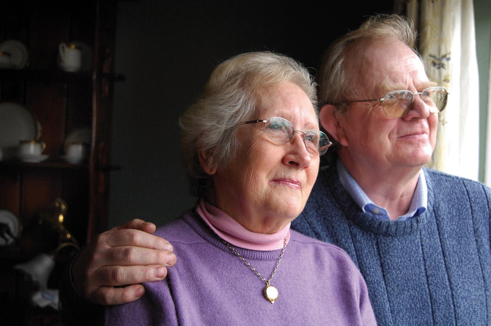 Платят ли налог на квартиру пенсионеры?