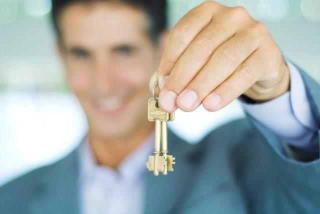 Узнайте, можно ли разделить лицевой счет на оплату коммунальных услуг в приватизированной квартире. В этой статье вы найдете ответы юристов, можно ли приватизировать часть квартиры, если разделены счета.