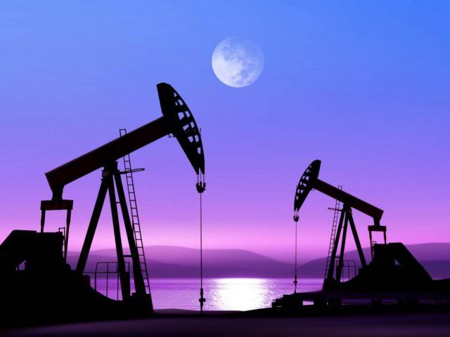 ОАЭ и страны ОПЕК обсудят заморозку добычи нефти на срок до 6 месяцев