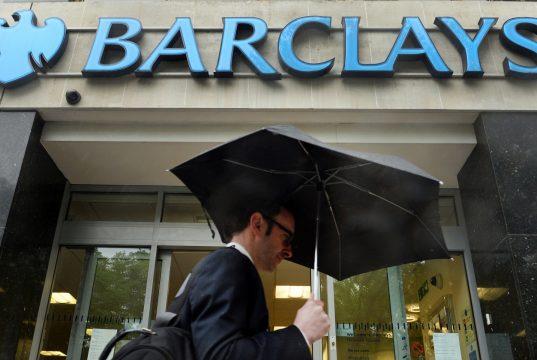 Вознаграждение инвестбанкиров и трейдеров сократится в 2016 году