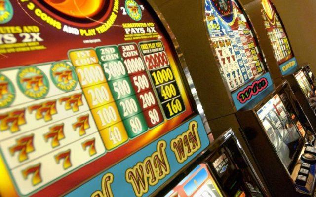 Минфин собрался вдвое поднять ставку налогов для игровых автоматов