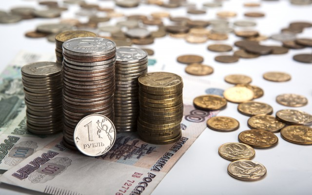 Стабильности три года ждут. Курс рубля стал меньше зависеть от цены на нефть, но его колебания продолжатся