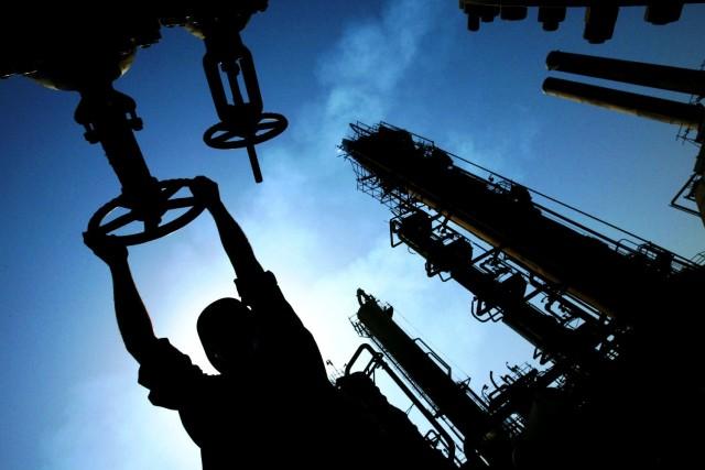 Нефть Brent подорожала до $51 на сокращении добычи в США