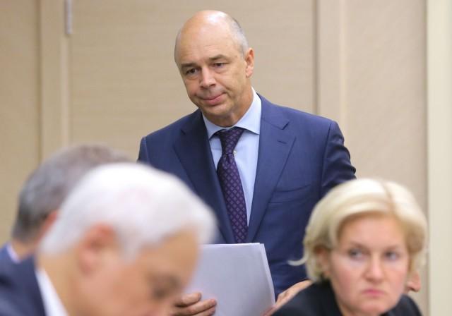 Силуанов предложил перенести оплату части страховых взносов на работников