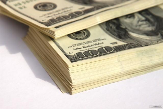 ВЦИОМ: большинство россиян ожидают курс доллара на отметке 69 рублей через три месяца
