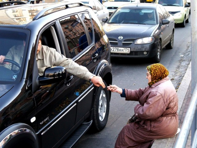 Россияне заметили усиление разрыва между богатыми и бедными