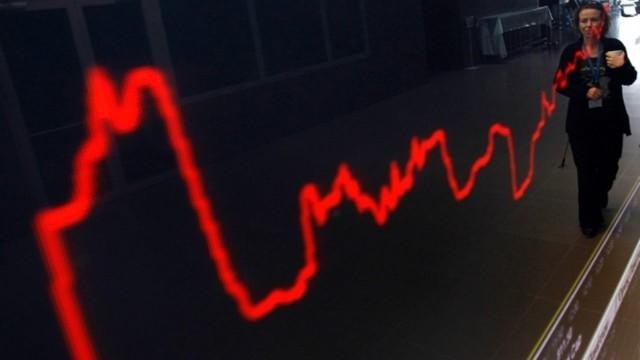 Рынок акций РФ снизился при открытии в пятницу