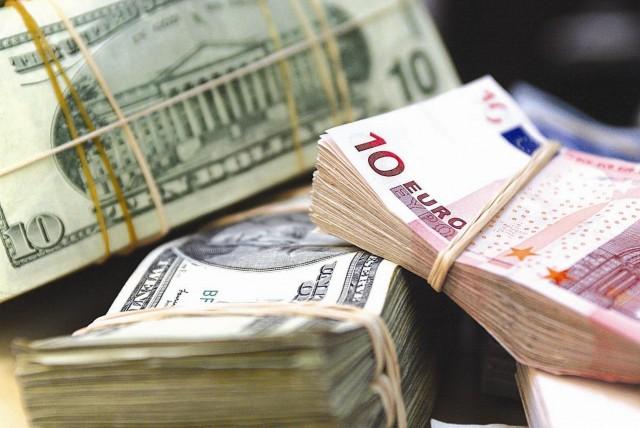 Курс евро к доллару упал после терактов в Париже