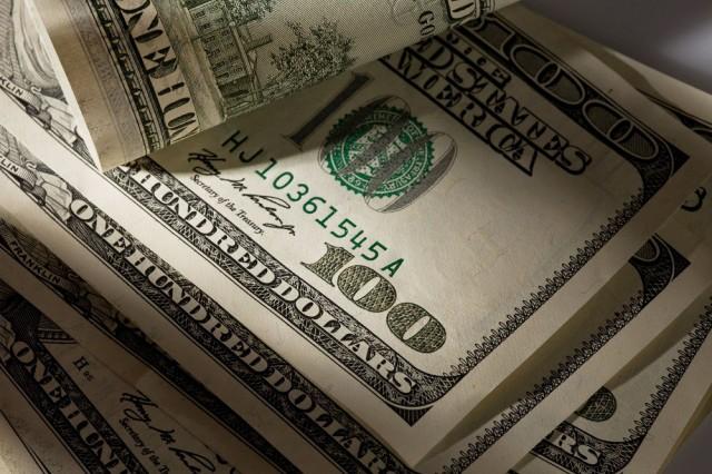 В Минфине не увидели причин для курса в 100 рублей за доллар в 2016 году