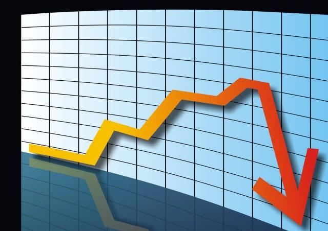 Дешевая нефть и слабый рубль давят на российскую экономику. Экономисты прогнозируют сокращение ВВП РФ