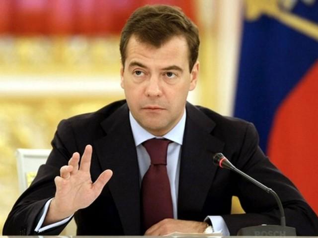 Медведев поручил через неделю представить ему антикризисный план