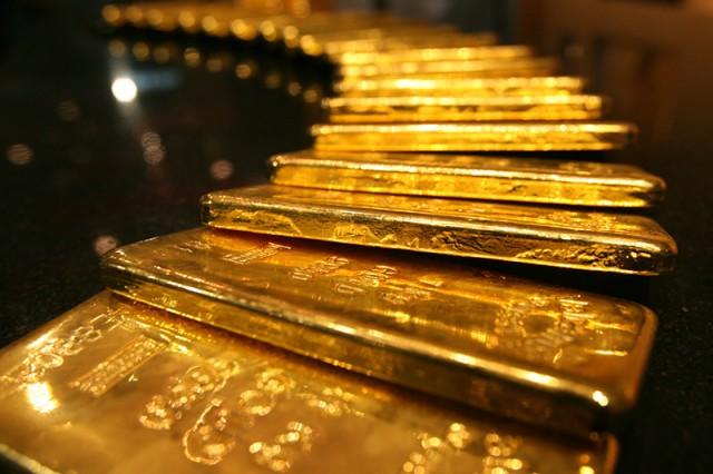 Золото подорожало до максимума за три месяца из-за спроса на надежные активы