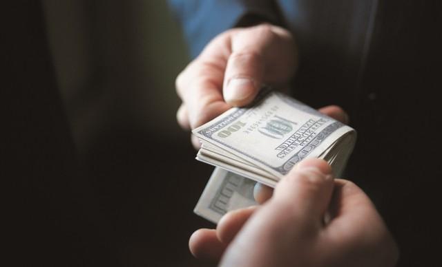 Коррупцию в России назвали причиной кризиса развивающихся стран