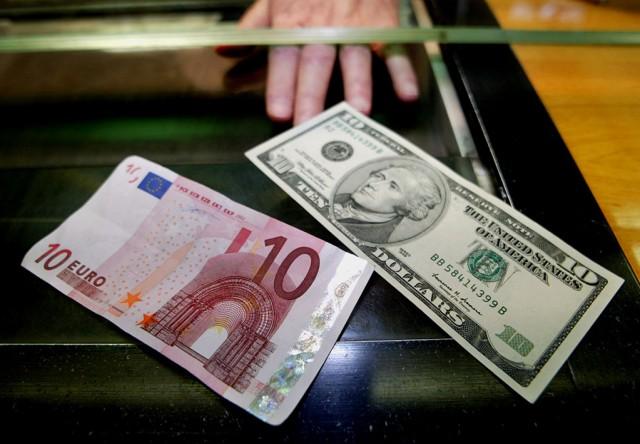 В Госдуме предложили смягчить правила идентификации граждан при обмене валюты