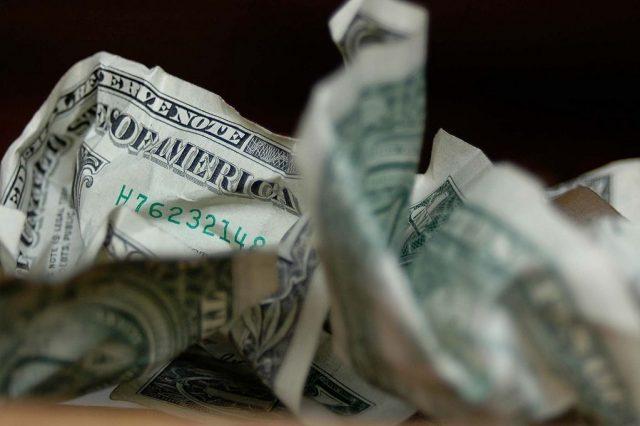 В валютной сделке отказать. У банков растет перечень оснований