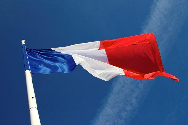 Казаки в Париже Россия и Франция восстанавливают экономические связи в обход санкций