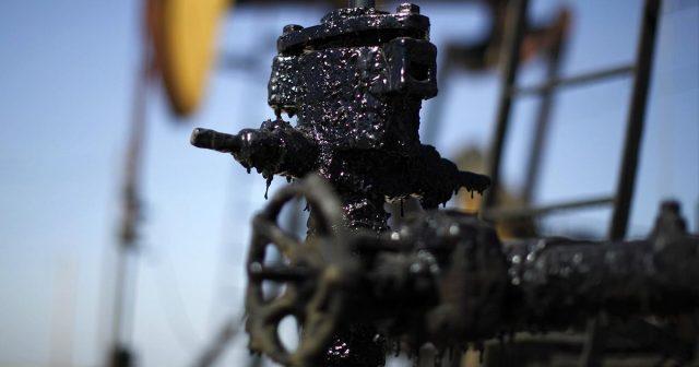 Нефть дорожает на фоне ослабления американской валюты