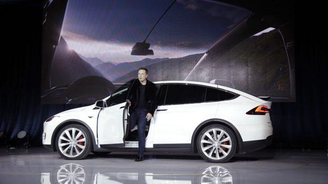 Акции Tesla упали на 10% после объявления о слиянии с SolarCity