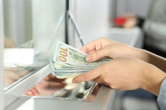 ГД разрешила россиянам обмен до 40 тыс руб в валюте без паспорта