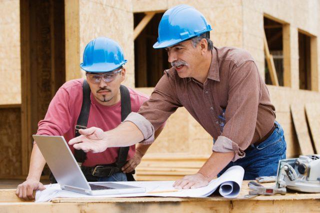 Стройнадзор выводят в частный сектор. Его инспекторы изучат постройки на дачных участках