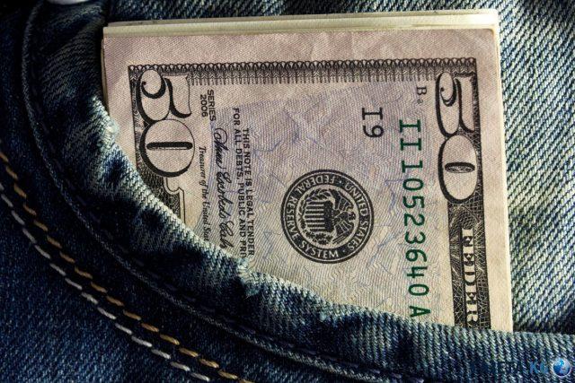 Эксперты предсказали доллару укрепление до 67 рублей