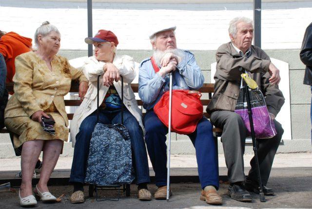 Пенсионерам запретят продавать свои квартиры без разрешения