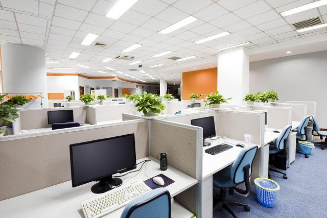 Переезд или реновация: что выбирают арендаторы офисов в кризис