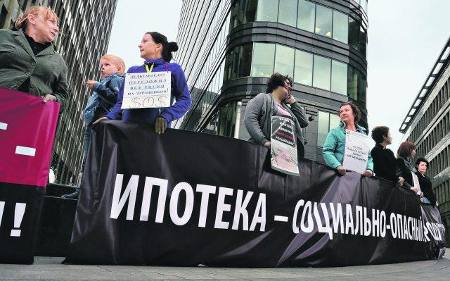 Суд в Москве отказал валютным ипотечникам в реструктуризации кредитов