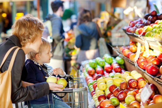 Цены на овощи и фрукты будут падать еще два месяца