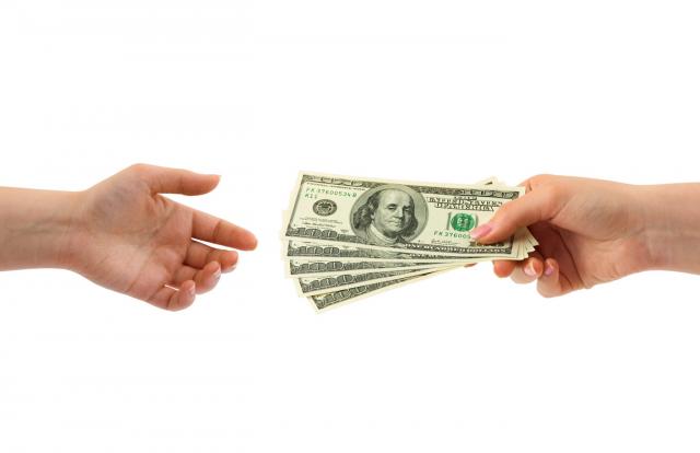Деньги идут в руки немногим. Улучшение условий кредитования в России может оценить все меньше заемщиков