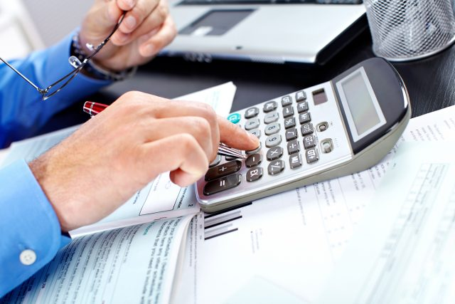 Отчисления в ФОМС с зарплат работающего населения вырастут с 5,1 до 5,9%