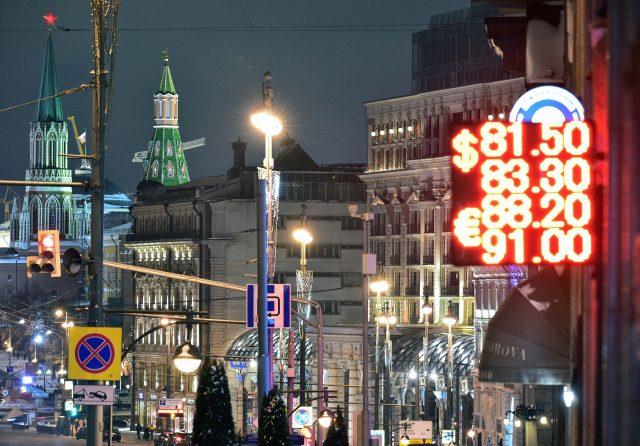 Управляемое падение. Как правительство ослабит рубль ради пополнения бюджета
