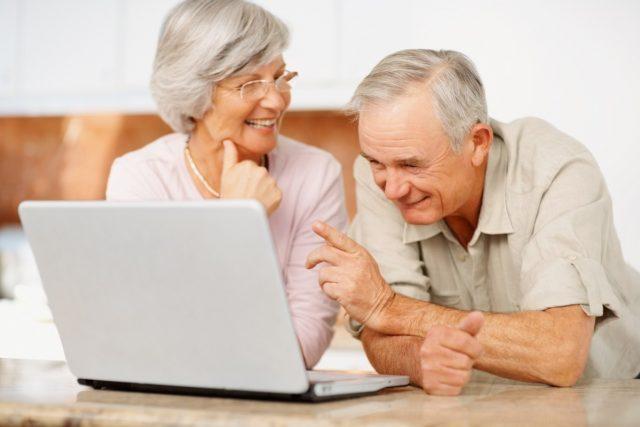 Как оплачивать больничные работающим пенсионерам