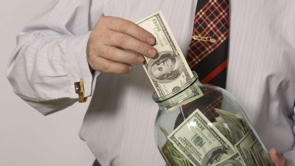 В чем лучше хранить деньги в 2017 году, в какой валюте