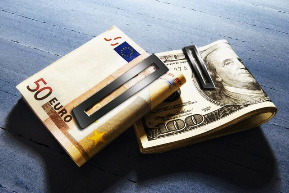 ЦБ резко опустил курсы доллара и евро