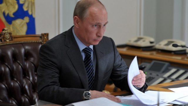 Путин поручил рассмотреть вопрос о введении НДС для зарубежных интернет-магазинов