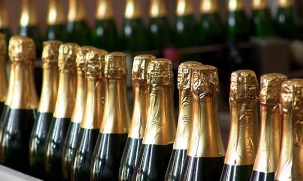 Россиянам перед Новым годом назовут марки некачественного шампанского