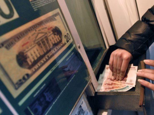 Бешеный доллар. Почему россияне активно скупают валюту