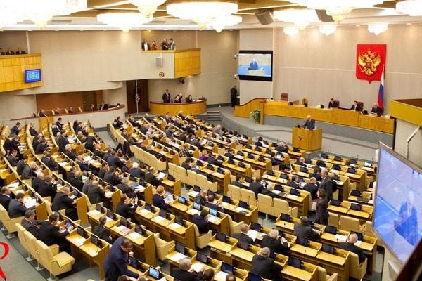 Госдума приняла закон, уточняющий сроки уплаты регионами взносов на ОМС