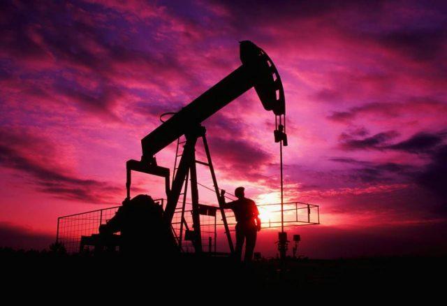 Цена нефти Brent выросла выше 53 долларов за баррель